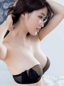 故意把内裤放卫生间:乖把腿张开做对着镜子