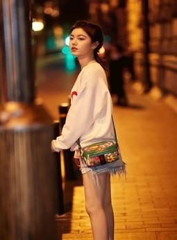 晚上怎么玩自己的身体:老师晚上让我去摸她下面