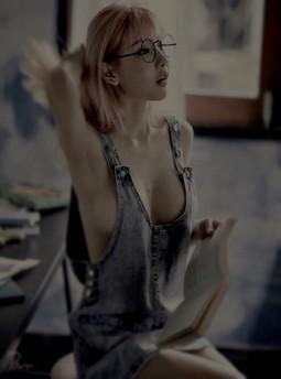 她装着不知道的让我摸*浪妇叫床叫的很浪的小说-留学季