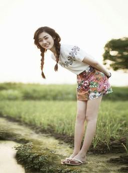 性奴宝贝的调教玩弄:胸前的胸罩推上去